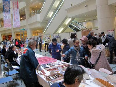 写真:伝統工芸品の実演と販売2